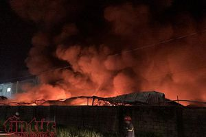TP.HCM: Cháy lớn tại công ty giấy trong khu công nghiệp Vĩnh Lộc