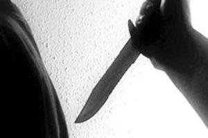 Xích mích với em, xách dao đâm anh