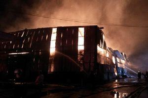 Cháy lớn tại công ty giấy rộng 1.500 m2 trong KCN Vĩnh Lộc
