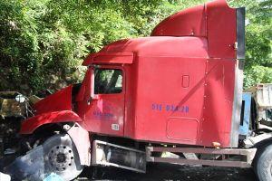 Xe container tông xe tải trên đèo Bảo Lộc, hai tài xế nhập viện