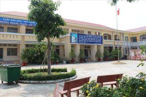 Vụ cô giáo quỳ xin lỗi ở Long An: Trường Tiểu học Bình Chánh vẫn chưa có hiệu trưởng