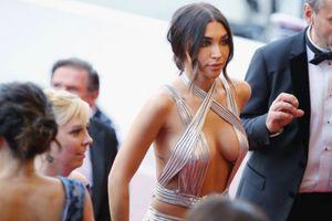 Những khoảnh khắc gây tranh cãi trên thảm đỏ khai mạc LHP Cannes