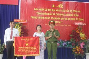 Xã Phú Mỹ Hưng đón nhận Cờ Thi đua xuất sắc của Bộ Công an