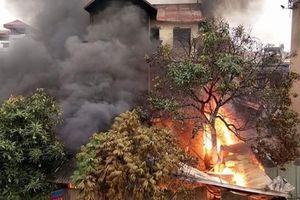 Hà Nội: Lửa cháy ngùn ngụt, bao trùm căn biệt thự bán chăn ga gối đệm khiến cụ bà 96 tuổi tử vong