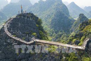 Tháo dỡ công trình xây dựng trái phép trên núi Cái Hạ thuộc khu vực Tràng An cổ