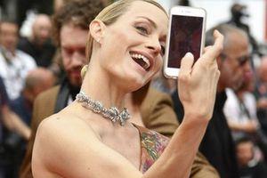 LHP Cannes ban lệnh cấm các nghệ sĩ chụp ảnh selfie trên thảm đỏ