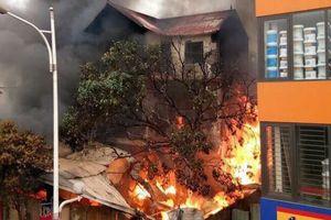 Hiện trường căn biệt thự bán chăn ga gối đệm tan hoang sau cháy lớn, cụ bà 96 tuổi đã tử vong