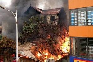 Vụ cháy ở đại lý chăn ga gối đệm khiến cụ bà tử vong: Chủ nhà bán gas trái phép?