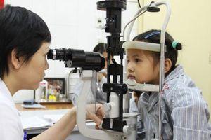 Hơn 3 triệu trẻ em bị tật khúc xạ cần được chỉnh kính