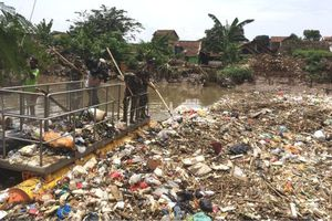 Quân đội vào cuộc xử lý khủng hoảng chất thải nhựa ở Indonesia