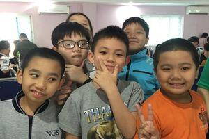'Thần đồng' Toán học nhí đạt điểm cao nhất thi giải Toán tiếng Anh qua Internet