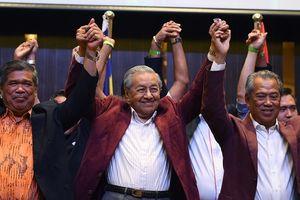 Cựu thủ tướng 92 tuổi Mahathir trở lại ghế lãnh đạo Malaysia