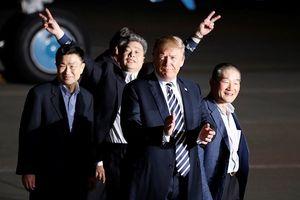 Tổng thống Donald Trump chào đón 3 tù nhân Mỹ trở về từ Triều Tiên