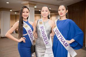 Diệu Linh diện đầm xanh nổi bật đọ dáng dàn mỹ nhân quốc tế