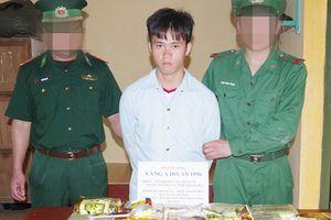 Bắt quả tang một nam thanh niên vận chuyển 10kg ma túy đá ra Hà Nội tiêu thụ