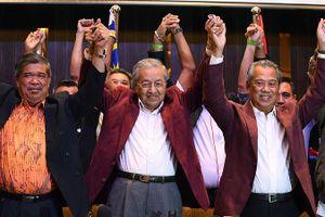 Malaysia: Tham nhũng khiến cụ ông 92 tuổi tái xuất chính trường