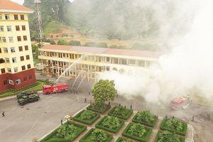 Quân khu 1 luyện tập thực binh chống cháy nổ