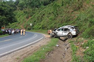 Đâm xe liên hoàn trên dốc Cun, 4 người thương vong, lái xe 'biến mất'