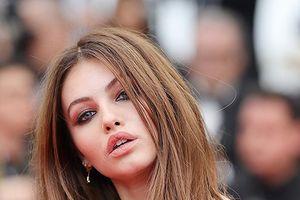 'Cô gái xinh đẹp nhất thế giới' khoe sắc ở LHP Cannes