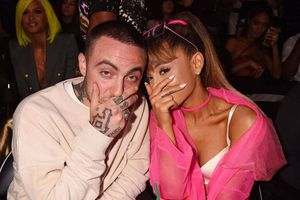 Ariana Grande chia tay rapper Mac Miller