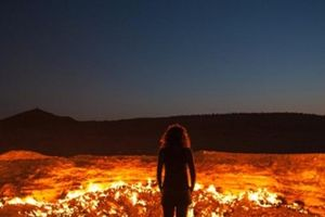 Bí ẩn những địa điểm có lửa cháy mãi không tắt, du khách đổ đến ầm ầm