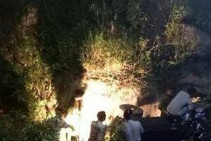 Xe công nông chở học sinh lao xuống suối, 3 người tử vong