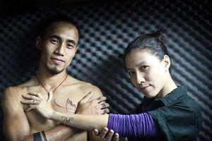 Lên tiếng 'Em tự hào về anh' giữa tâm bão gạ tình của chồng, vợ Phạm Anh Khoa rút lời vì bị 'ném đá tảng'