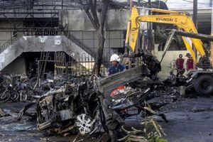 Thủ phạm đánh bom tự sát 3 nhà thờ Indonesia là gia đình 6 người