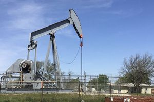 Giá dầu thế giới giảm do thị trường thận trọng trước căng thẳng Mỹ-Iran
