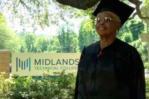 Bà lão 92 tuổi tốt nghiệp đại học lần thứ tư ở Mỹ
