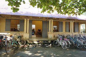 Trường mới xây đã nứt toác, 400 học sinh phải di dời về trường cũ