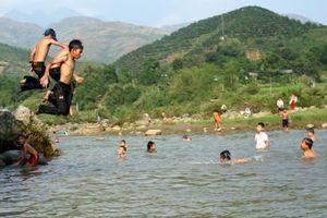 Tắm sông, hai học sinh lớp 6 chết đuối thương tâm