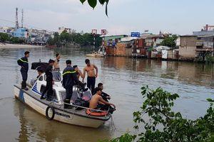 Bé trai 8 tuổi bị nước cuốn mất tích ở Sài Gòn