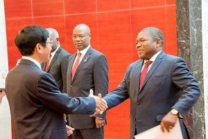 Đại sứ Việt Nam tại Mozambique Lê Huy Hoàng trình Quốc thư