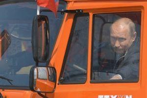 Tổng thống Nga Putin lái xe khánh thành cầu Crimea