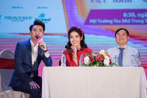 Jun nắm tay Hoa hậu thì S.T cũng 'thả thính' nhẹ với Á hậu