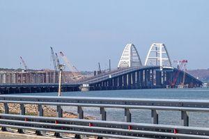 Tổng thống Putin ca ngợi lễ hợp long cầu vượt biển Crimea là 'sự kiện lịch sử'