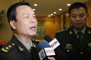 Tướng Trung Quốc bị giáng 8 cấp vì con gái lấy chồng Pháp