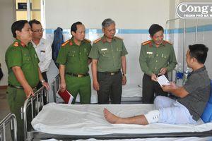 Một chiến sĩ Công an bị thương khi truy bắt nhóm cướp trên núi Sơn Trà