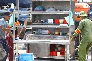 Cưỡng chế khu vực vi phạm trên đường Nguyễn Khánh Toàn