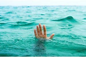 Xuống đập bắt ốc, 2 học sinh đuối nước tử vong