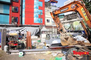 Hà Nội: Cưỡng chế một loạt cơ sở vi phạm trật tự đô thị trên dường Nguyễn Khánh Toàn