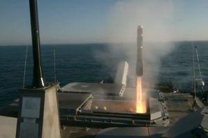 Lần đầu tiên Mỹ thử bắn tên lửa 'lửa địa ngục' từ tàu chiến