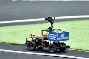 Sinh viên Đại học Công nghệ giành quán quân lập trình xe tự hành