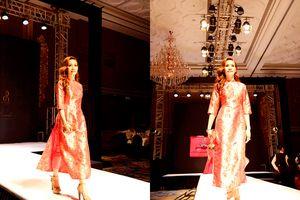 Á hậu Doanh nhân Hoàn vũ 2018 Thúy Anh tự tin trình diễn catwalk