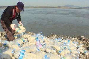 Gạo, USD và những lá thư vượt biển bằng chai để đến Triều Tiên