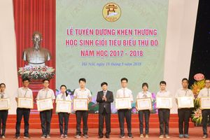 Hơn 800 học sinh giỏi tiêu biểu Thủ đô được tuyên dương