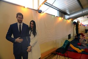 Hoàng tử Harry và hôn thê Meghan Markle chọn bánh cưới vị gì?