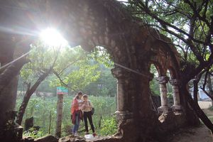 Khám phá tu viện cổ đầy ma mị ở Sa Pa
