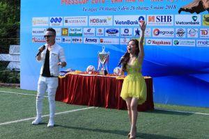 Sao Mai Diệu Ly và ca sĩ Việt Sơn cháy hết mình trên sân cỏ Press Cup